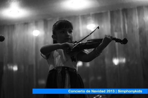 Alumna de 4 años durante el recital de navidad